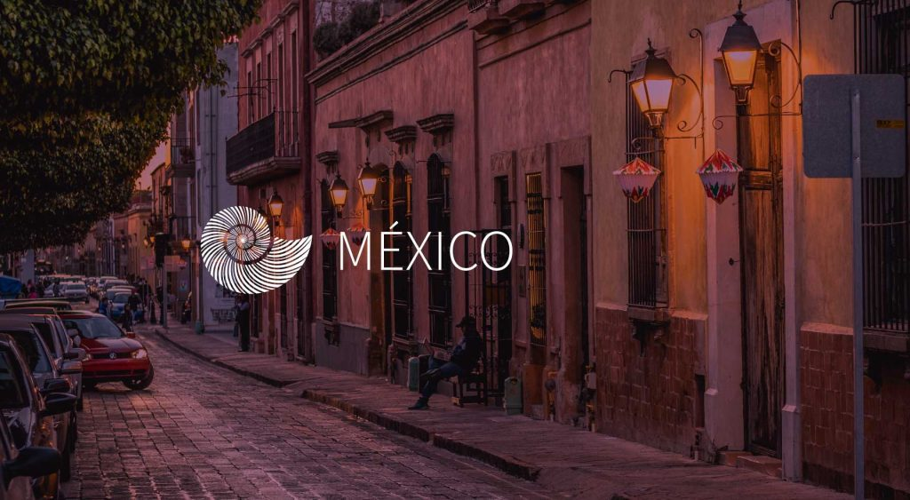 México-15-septiembre-purpura-mixteco